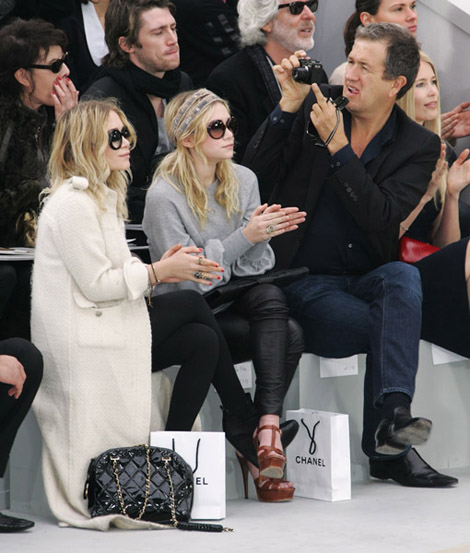 olsen twins attend the chanel fashion show