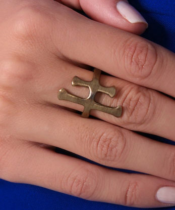 elizabeth-and-james-gothic-cross-ring
